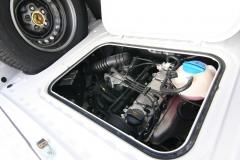 VW T2 - koło zapasowe z bagażniku utrudniało montaż łóżka, więc często lądowało na przednim zderzaku.