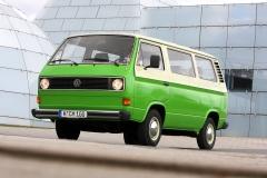 VW T3 - jeden z pierwszych egzemplarzy, chłodzony powietrzem silnik (poj. atrapa), metalowe wloty powietrza w tylnych słupkach i chromowane zderzaki. Fot. Volkswagen